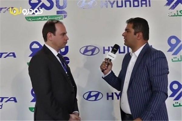 مصاحبه با بهنام بهجت معاونت بازاریابی و فروش شرکت پاکرو سبز قشم در نمایشگاه خودرو تبریز