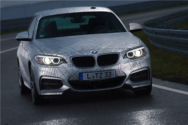 پروتوتایپ BMW M۲۳۵i ، اولین خودرو خودران با توانایی  انجام حرکت دریفت در دنیا