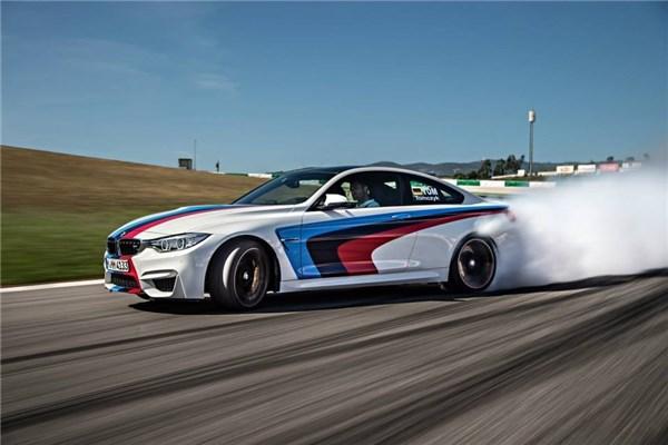 آموزش رانندگی نمایشی و دریفت توسط  کارشناسان M شرکت BMW - زیرنویس انگلیسی