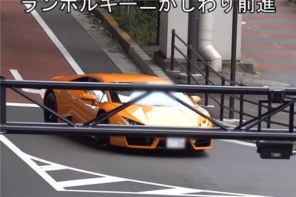 تعقیب و جریمه لامبورگینی هوراکان توسط پلیس دوچرخه سوار ژاپن!!!