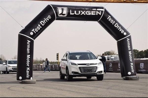 اختصاصی خودرونما - تست رانندگی خودروهای لوکسژن با حضور اصحاب رسانه در پست اتومبیلرانی آزادی
