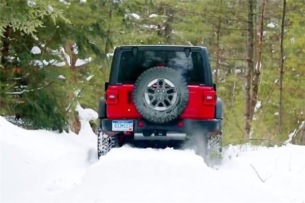 تست آفرود جیپ رنگلر JL Rubicon در برف