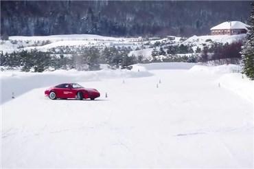 کمپ ۴ پورشه در کانادا؛ پورشه سواری در برف