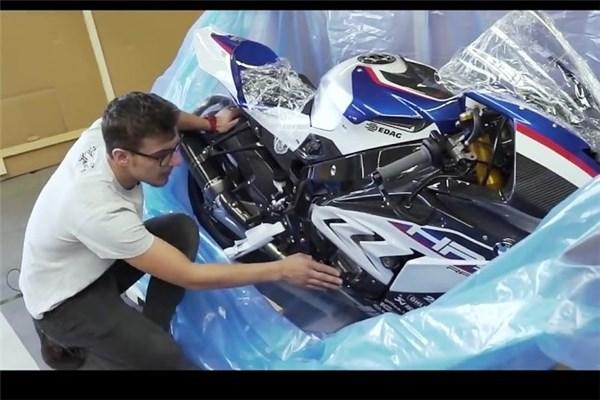 جعبه گشایی موتور ۸۰ هزار یورویی ب ام و S۱۰۰۰RR