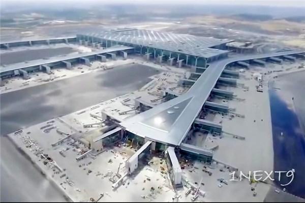 ماشین آلات راه سازی در پروژه عظیم ساخت بزرگترین فرودگاه جهان
